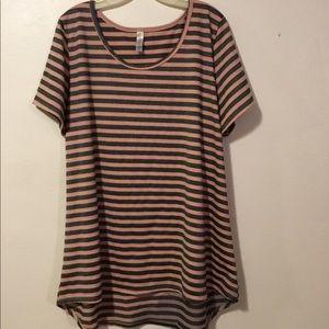LuLaRoe 3XL Black and mauve shimmery shirt